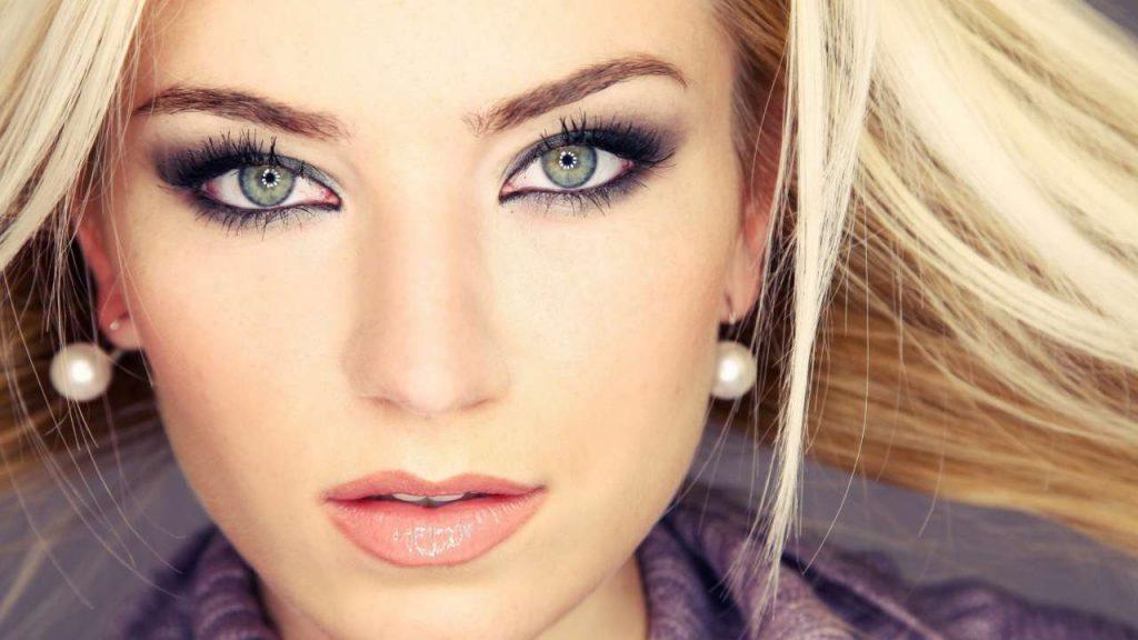 Серо-зеленые глаза и их макияж