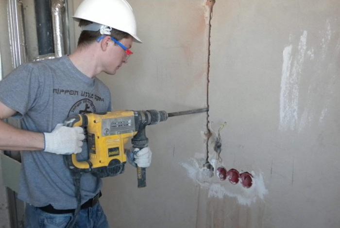 Что необходимо для штробления бетонной стены?