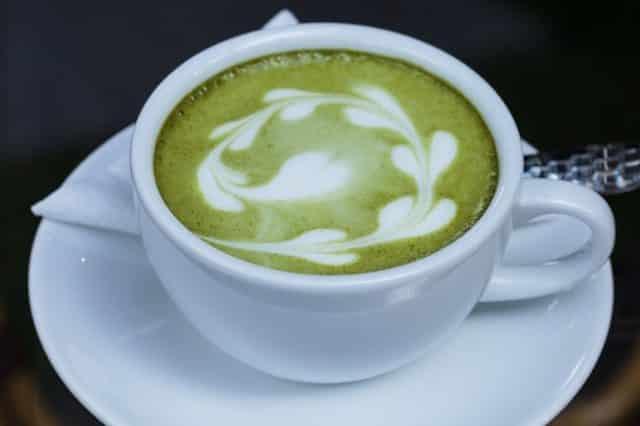 Модная диета на зелёном чае с молоком