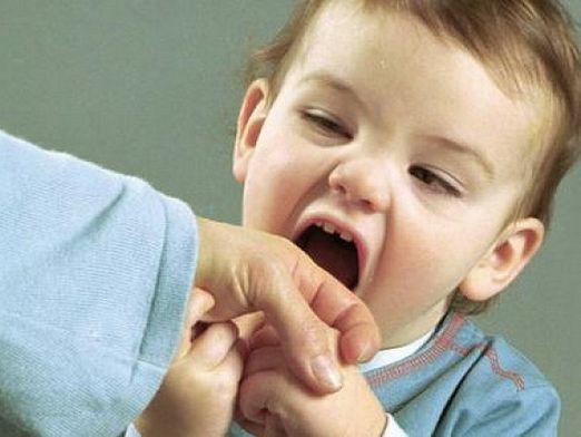Если ребенок бьет окружающих