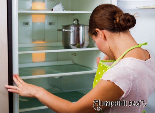Как бороться с запахом в холодильнике?