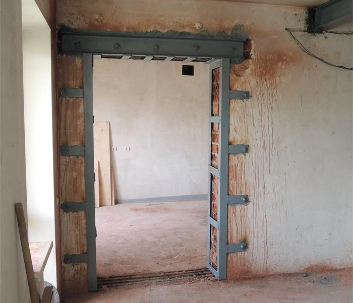 Как сделать двери в несущей стене?