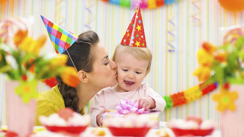 Первый день рождения малыша: советы по проведению