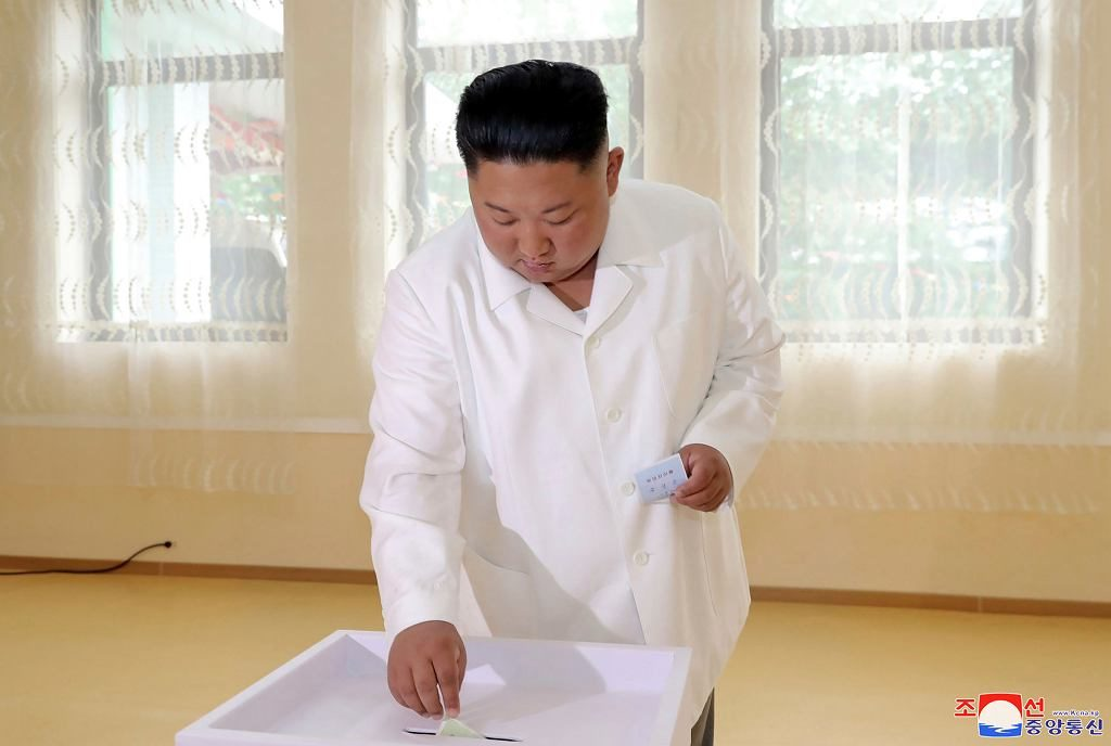 Северная Корея: Ким Чен ЫН проголосовал на местных выборах. Явка граждан составила почти 100 процентов.