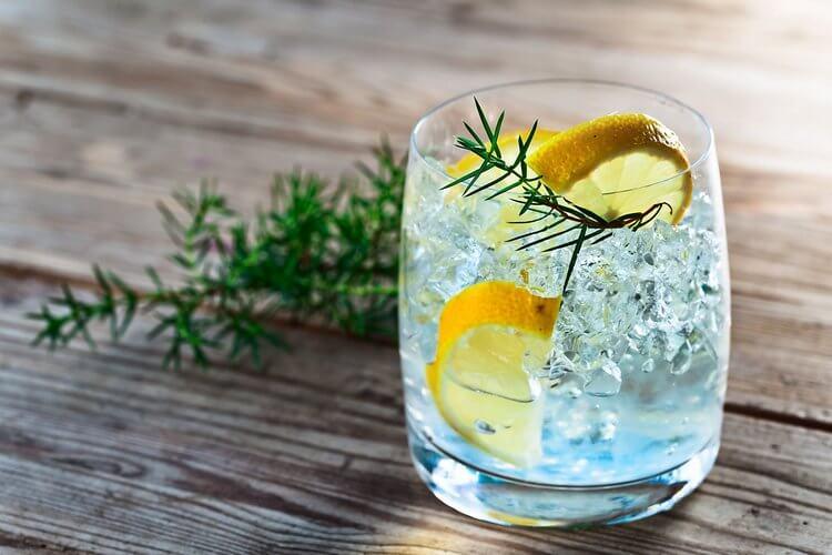 После которого алкоголя малое похмелье, а после которого сильно болит голова?