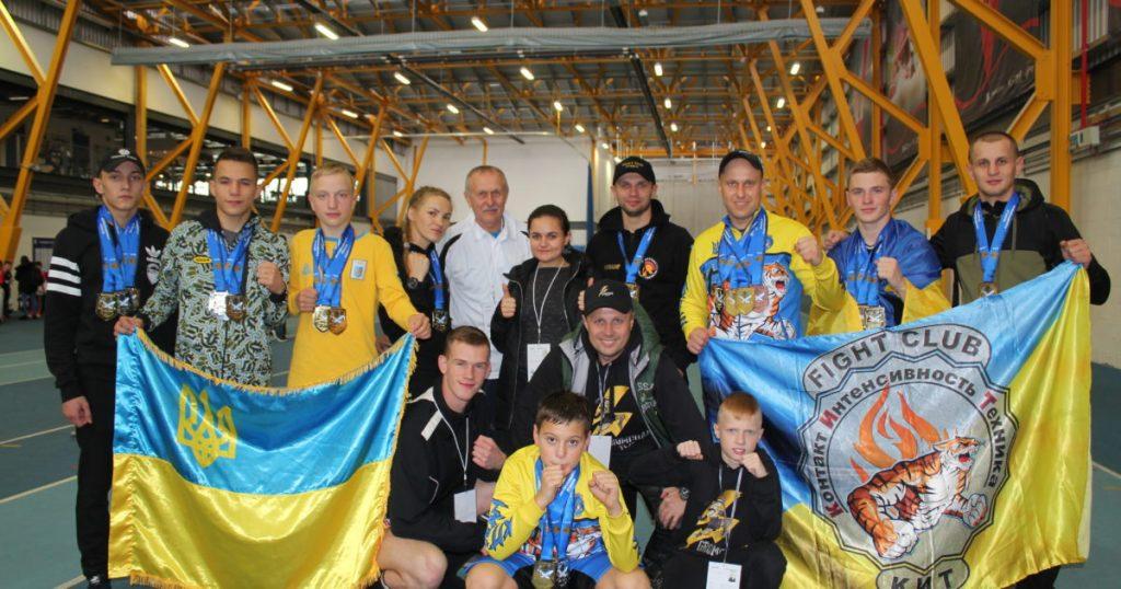 Заслуженный тренер Украины Александр Слипченко привез украинских чемпионов из Британии