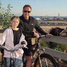Грета Тунберг на велосипедной прогулке со Шварценеггером