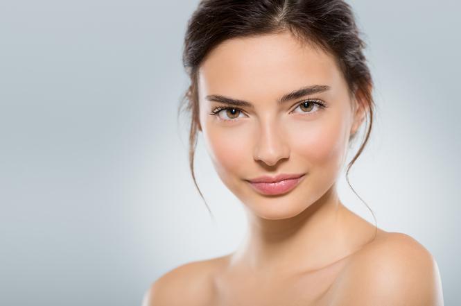 В салоне красоты Этерия рассказали о причинах появления угревой сыпи на лице