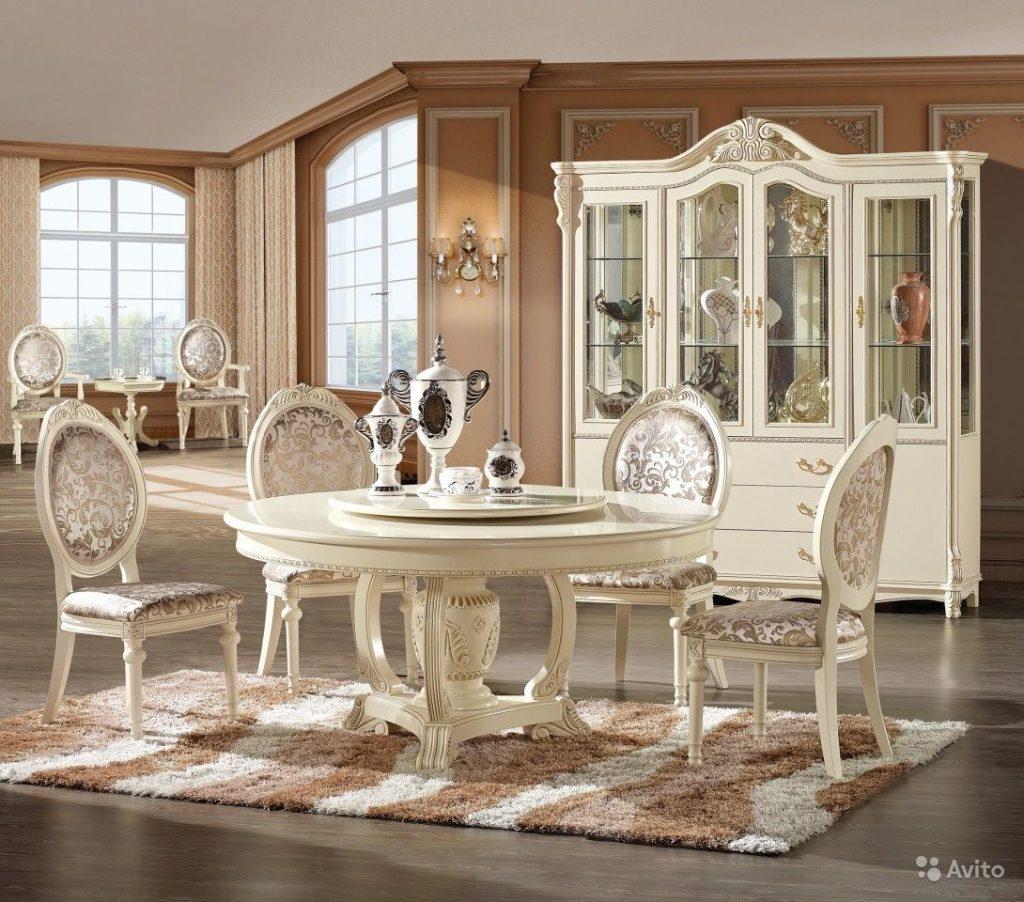 Классические столы и стулья для кухни.