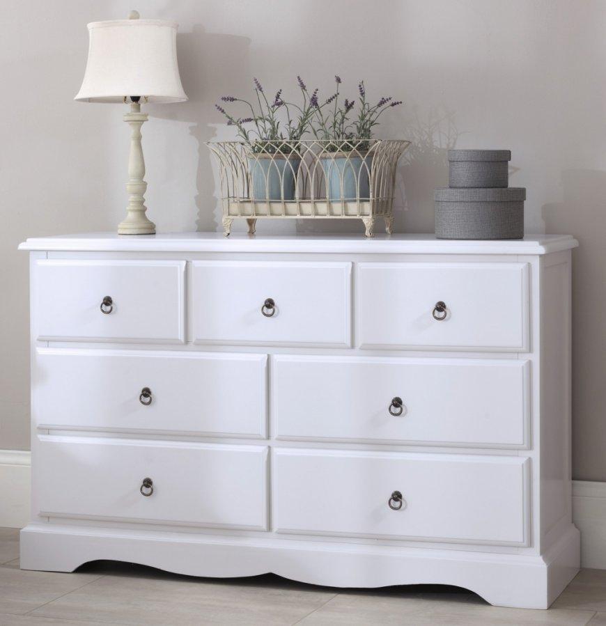 Как выбрать подходящий гардероб для спальни? И нужно ли покупать комод для вещей.