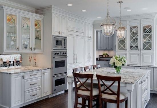 Классические столы и стулья для кухни и ее эстетический вид