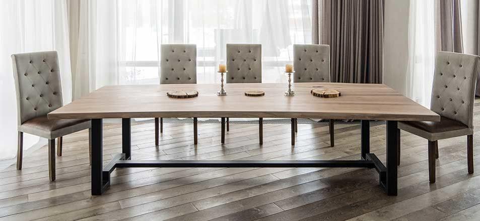 Большие кухонные столы не просто так большие!