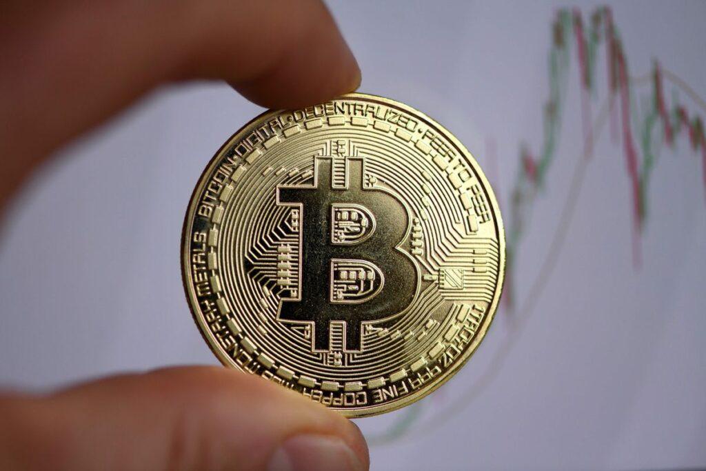 Почему каждый бизнес должен работать с криптовалютой?